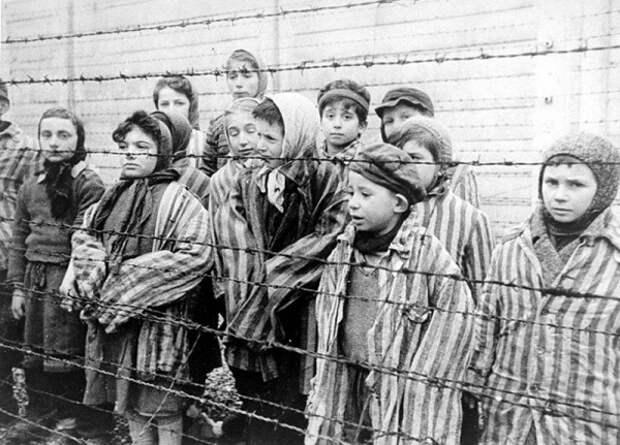 Война и дети: два года еврейская девочка пряталась от фашистов в камине