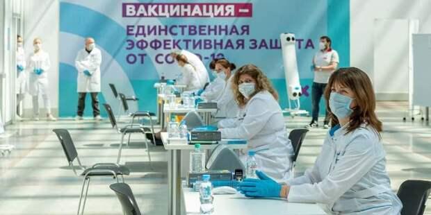 Вакцинация от COVID-19 продолжается в Москве