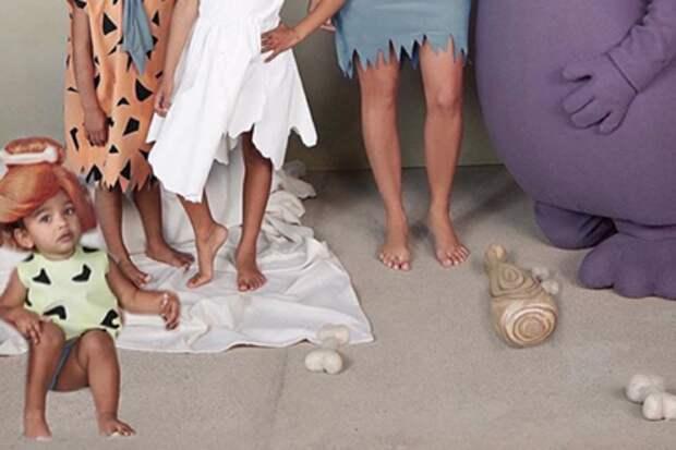 Ким Кардашьян прифотошопила дочку на семейное фото