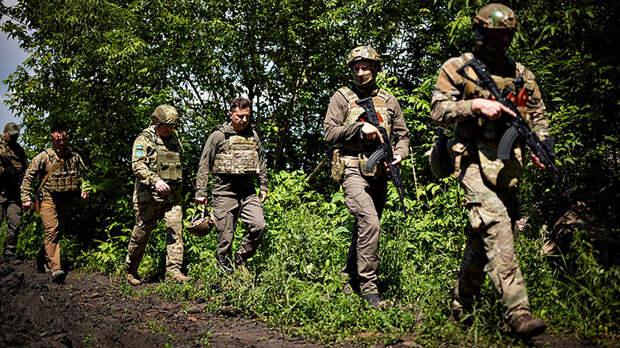 Владимир Зеленский примерил костюм воина, пытаясь привязать Россию