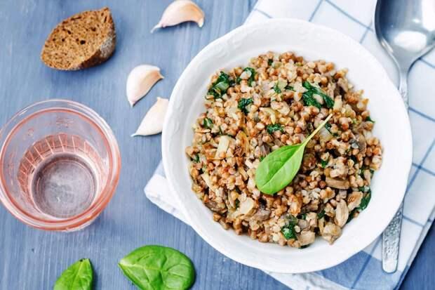 гречневая каша с грибами и шпинатом