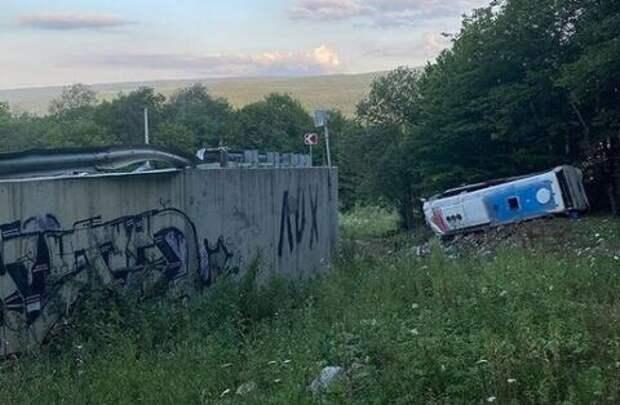 Стали известны имена погибших при аварии с туристическим автобусом на Кубани