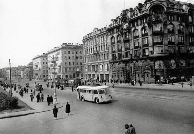 Ленинград, проспект 25-го Октября, 1941 год