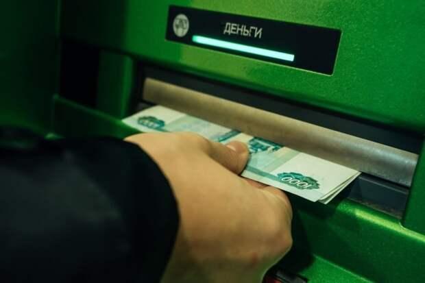 Вынуждают снимать деньги со счетов: Центробанк предупредил о новой схеме мошенничества