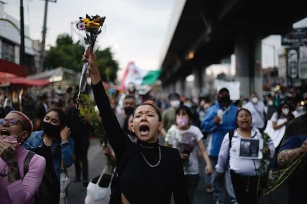 В Мехико начались протесты на месте обрушения эстакады метро