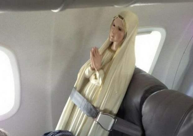 статуя в самолете