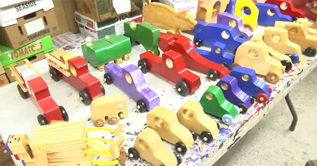Настоящий Санта-Клаус делал деревянные игрушки каждое Рождество в течение 50 лет