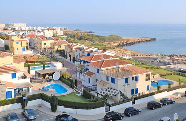 Привитым от коронавируса туристам разрешили въезд на Кипр без ПЦР-теста