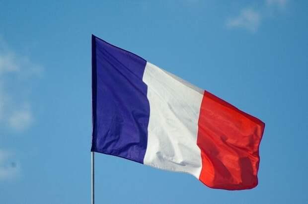 Глава МВД Франции раскритиковал анонимное обращение военных к властям