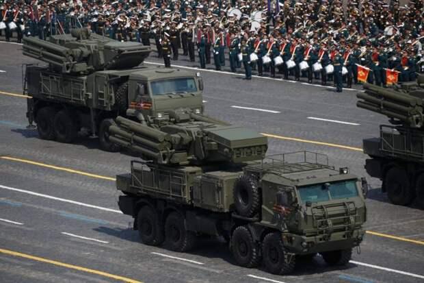 ЗРПК «Панцирь-СМ». Сначала на параде, затем в войсках