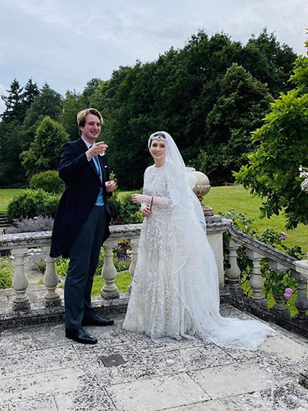 Сестра принцессы Хайи и дочь королевы Иордании Нур вышла замуж за британского журналиста, сменившего ради нее веру и имя
