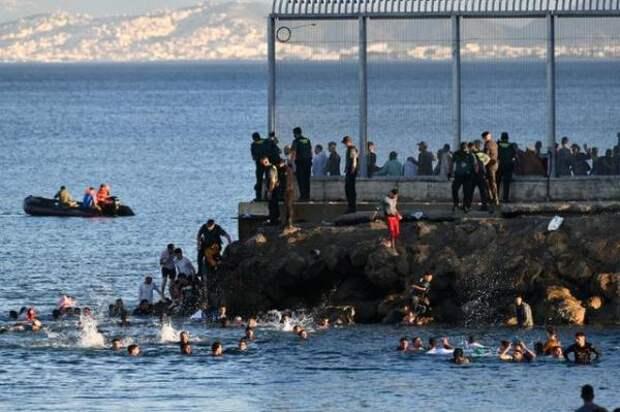 Испания отбивается армией отбеспрецедентного наплыва мигрантов изМарокко