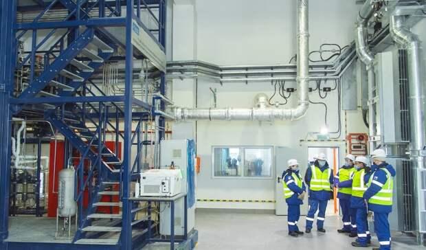 Глава омского минпрома посетил завод попроизводству катализаторов «Газпром нефти»