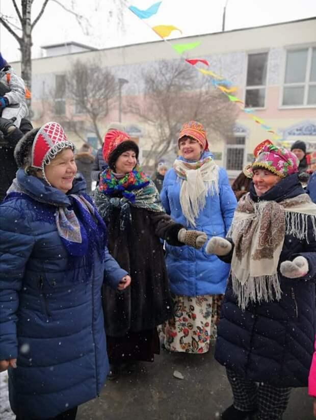 Во дворе дома на Полярной прошли Масленичные гуляния