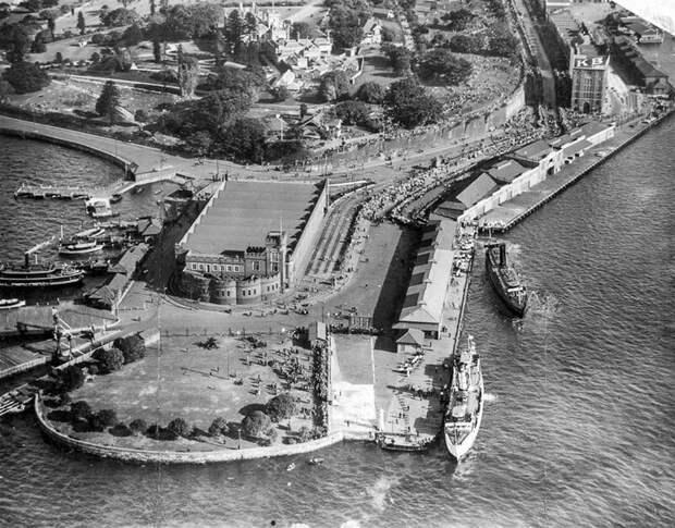 Трамвайное депо в старом форте, 1952 год. На этом месте будет построен Сиднейский оперный театр. история, ретро, фото