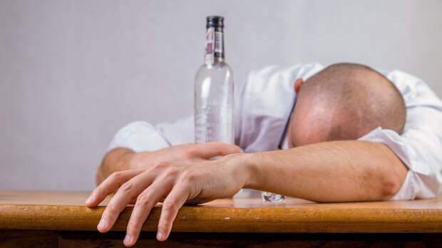 Коктейльный специалист рассказал, как правильно и безопасно пить алкоголь