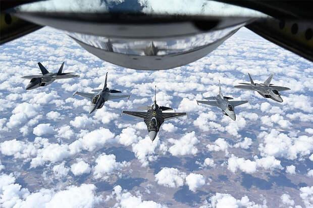Аналитик: ВВС США готовятся к войне со сверхдержавой