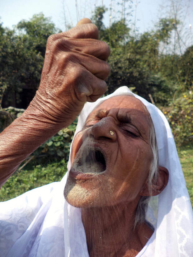 Впервые Кусма попробовала песок в 15 лет индия, песок, питание