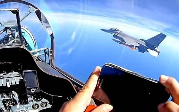 Адмирал США: Русские пытаются заставить нас открыть огонь