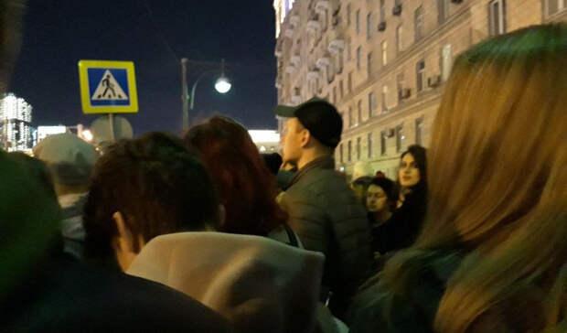 Праздник со слезами на глазах устроила москвичам полиция на площади Победы