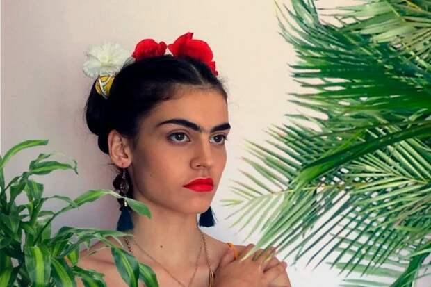 Почему в Древней Греции считали однобровых девушек красивыми?