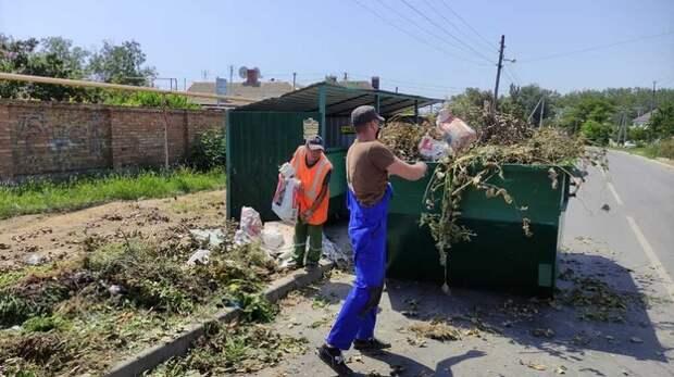 В Керчи ликвидируют стихийные свалки