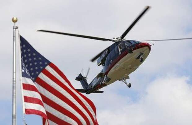 U.S. Republican presidential candidate Donald Trump's helicopter lands in a field before his visit to the Iowa State Fair during a campaign stop in Des Moines, Iowa, United States, August 15, 2015. REUTERS/Jim Young