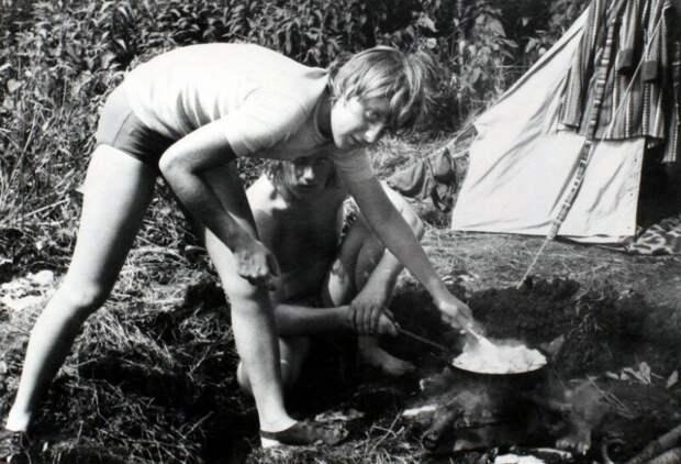 Ангела Каснер, будущая канцлер Германии Ангела Меркель в походе. ГДР. 1970-е. история, ретро, фото
