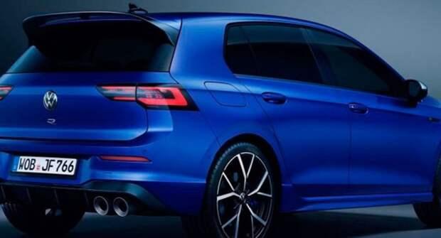 Новый Volkswagen Golf R в кузове универсал вывели на тесты