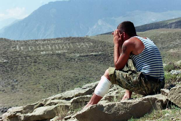 Россия пережила лихие 90-е, кризисы и войны. Как беды сделали россиян сильнее?