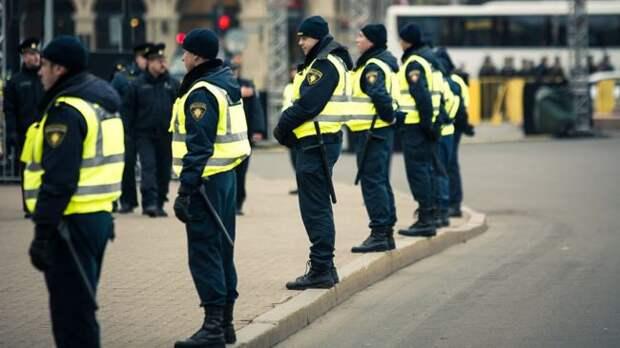 ВЛатвии будут сажать заоскорбление полицейских