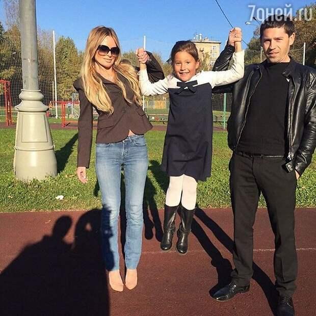 Порезы на теле, кровавые полотенца и антидепрессанты: Дана Борисова о жутком состоянии дочери
