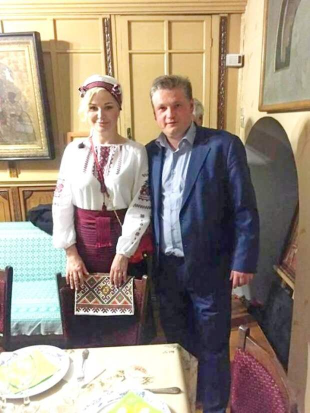 Ария весёлой вдовы для Порошенко.
