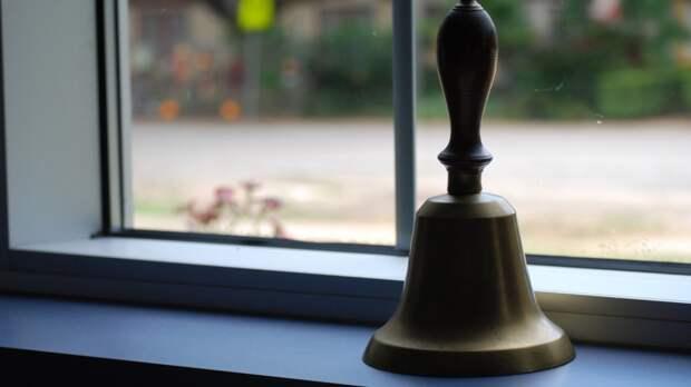 Последние школьные звонки в Петербурге могут провести на улицах