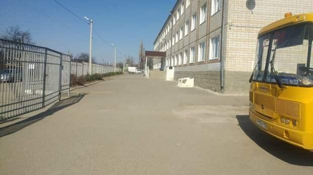 Первоклассница попала под колеса «Газели» вшкольном дворе вРостовской области