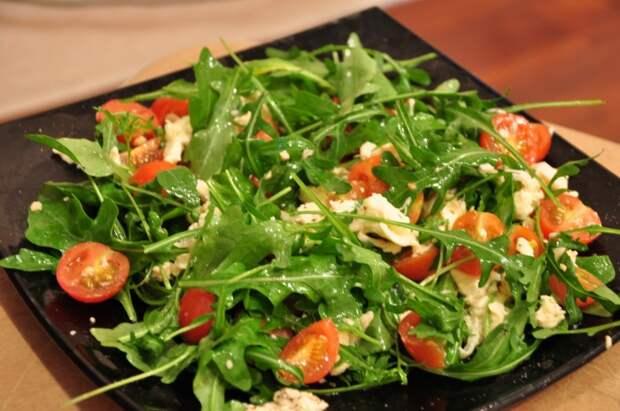 Лёгкий и невероятно вкусный летний салат. \ Фото: kristinatt.blogspot.com.
