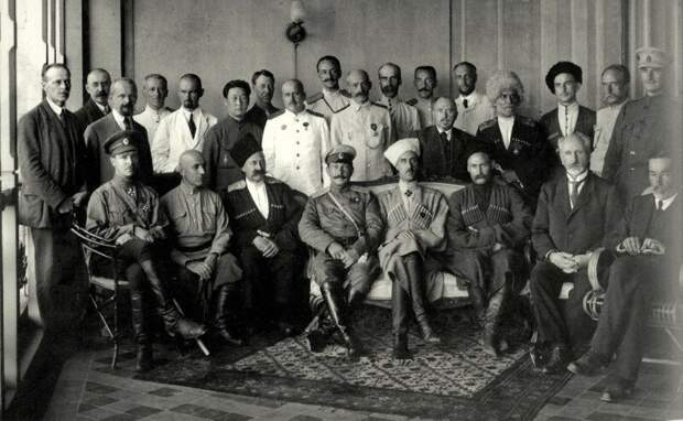 Последнее правительство юга России. Крым, Севастополь, 1920 год. Главнокомандующий Петр Врангель в первом ряду 4 справа. история, ретро, фото