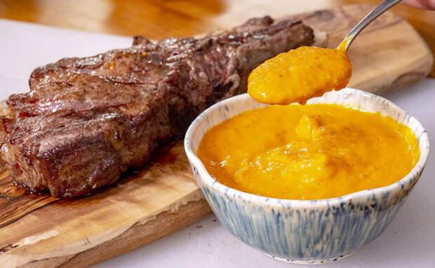 Испанский соус делает вкуснее любое мясо и курицу. Подрумяниваем помидоры и чеснок в духовке и смешиваем в блендере