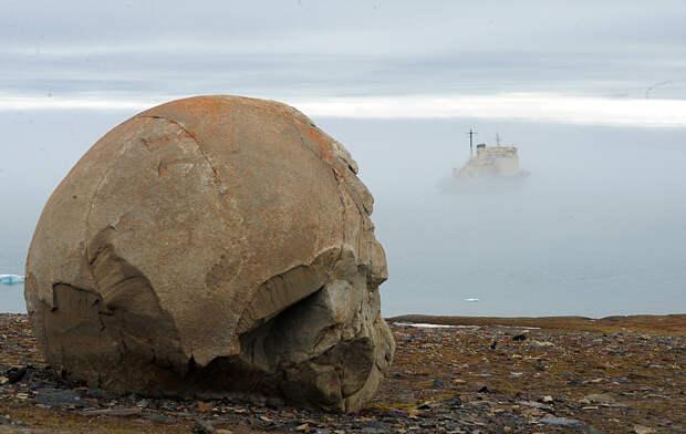 В России есть необитаемый остров Чамп с идеально круглыми камнями (ФОТО)