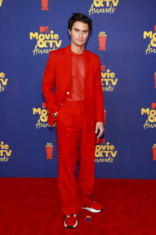 Элизабет Олсен, Скарлетт Йоханссон, Снуп Догг и другие на премии MTV Movie & TV Awards 2021