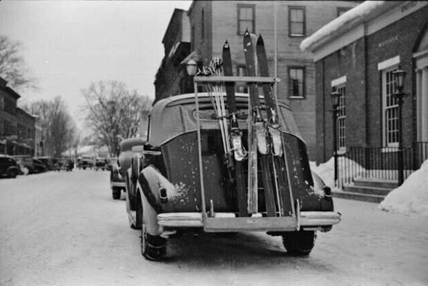 Горнолыжный городок Вудсток, штат Вермонт, обычно переполненный лыжниками по выходным, 1939 год