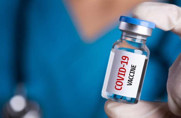 Вторгается в ДНК, лишает алкоголя и запрещена исламом: 10 главных мифов о вакцине от коронавируса
