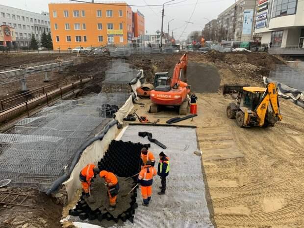 На улице Базарной начали возводить земполотно дороги