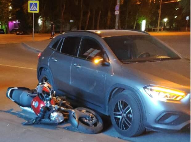 На улице Зорге автомобиль  спровоцировал ДТП с мотоциклом