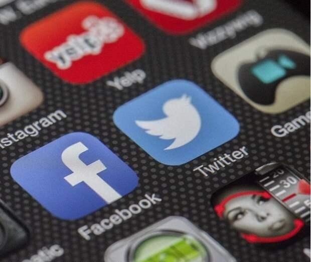 Роскомнадзор дал Twitter и Facebook месяц на локализацию данных