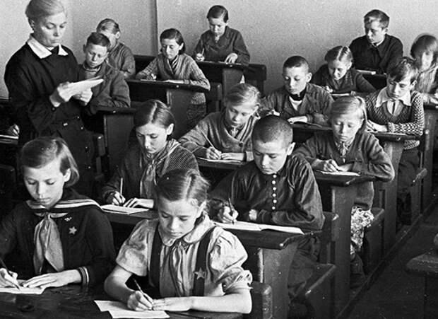 Когда в СССР за обучение в школе нужно было платить