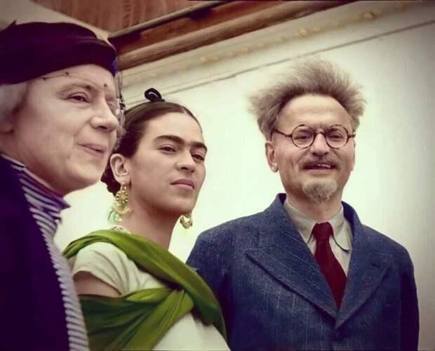 Наталья Седова, Фрида Кало и Лев Троцкий, январь 1937 года.