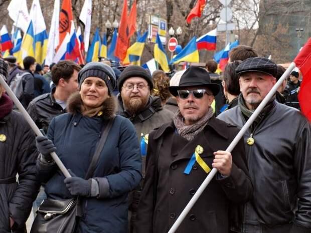 Стало известно, что объединяет коммунистов, «Яблоко» и нацистов «Азова»