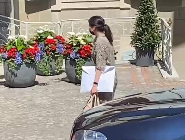 Загадочный белый конверт у делегации РФ в Женеве озадачил сеть