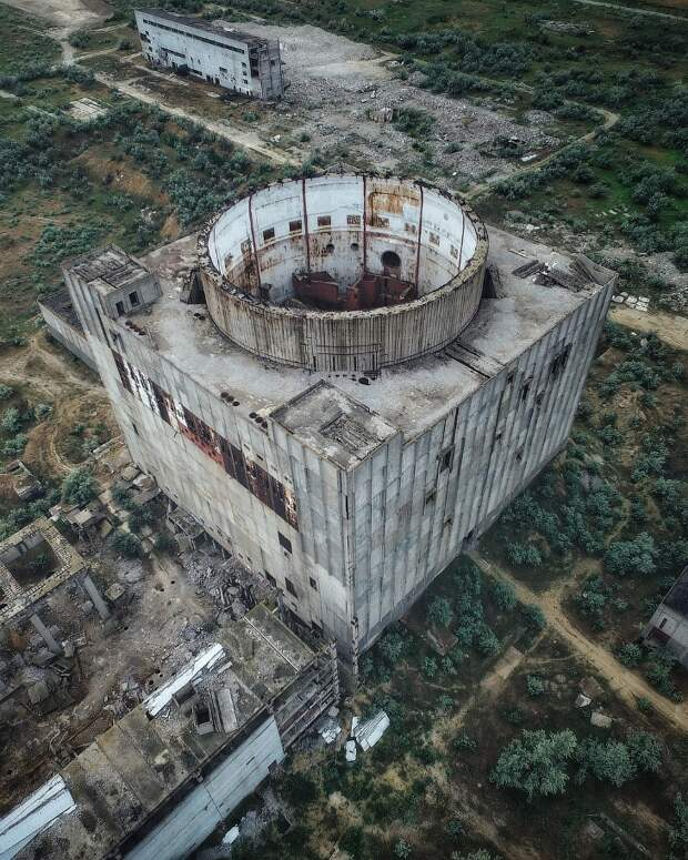 6 мрачных фото заброшенной Крымской АЭС